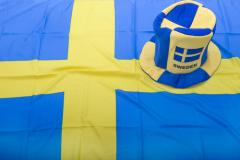 Флаг Швеции и фанатская шапка