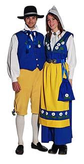 Женщина и мужчина в национальном костюме