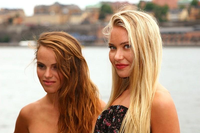 Две красивые шведки